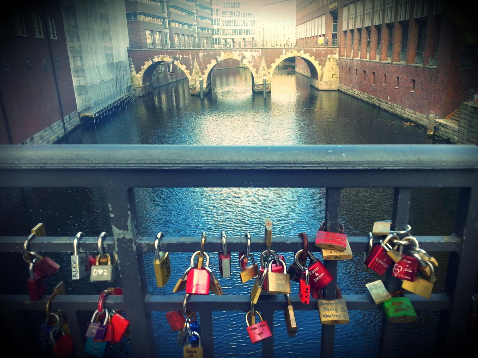 HamburgErfahren_Bruecke mit Schloessern